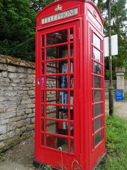 Red telephone box at Irnham